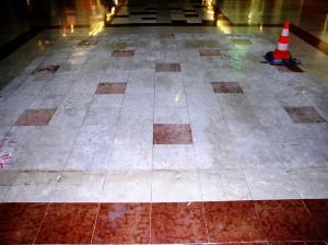 Remontées de sel sur du marbre