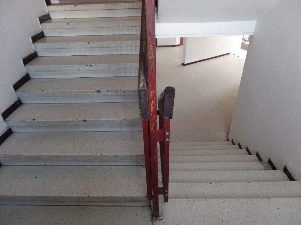 restauration escalier granito - avant - SOLAG
