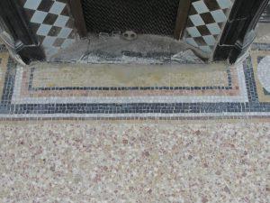 Fin de ponçage pour la mosaïque ancienne - SOLAG