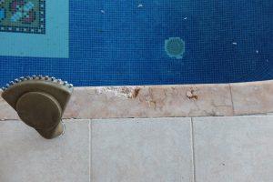 Éclats sur plage de piscine en marbre - SOLAG