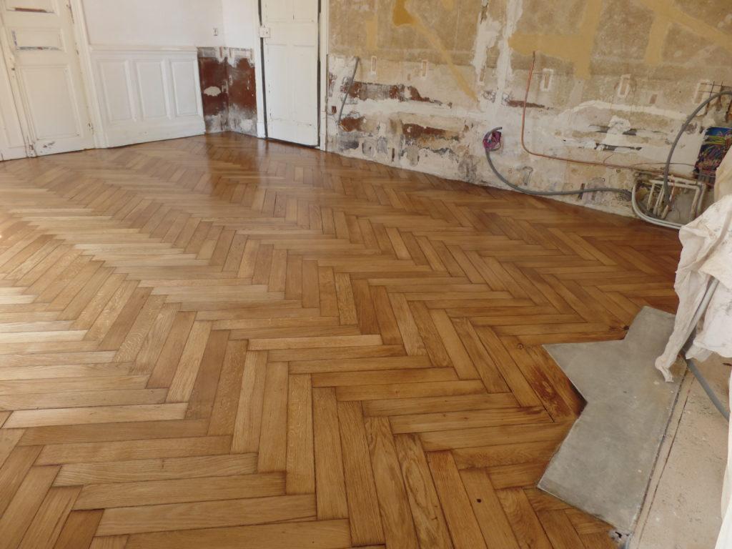 Rénovation d'un sol d'une cuisine en Parquet à Pélissanne