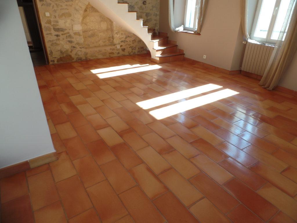 Après la rénovation d'un sol en terre-cuite à Arles