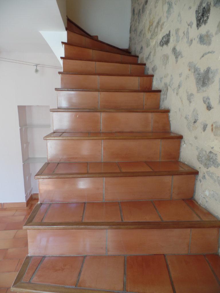 Après la rénovation d'un escalier en terre-cuite à Arles