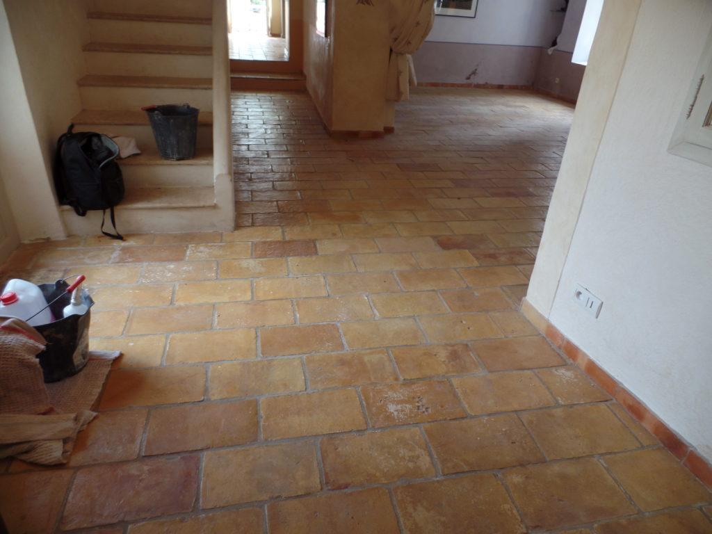 Rénovation d'un sol en terre-cuite à Crillon-le-Brave