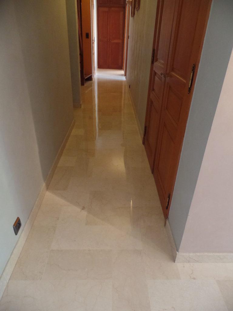 Après la rénovation du marbre dans le couloir