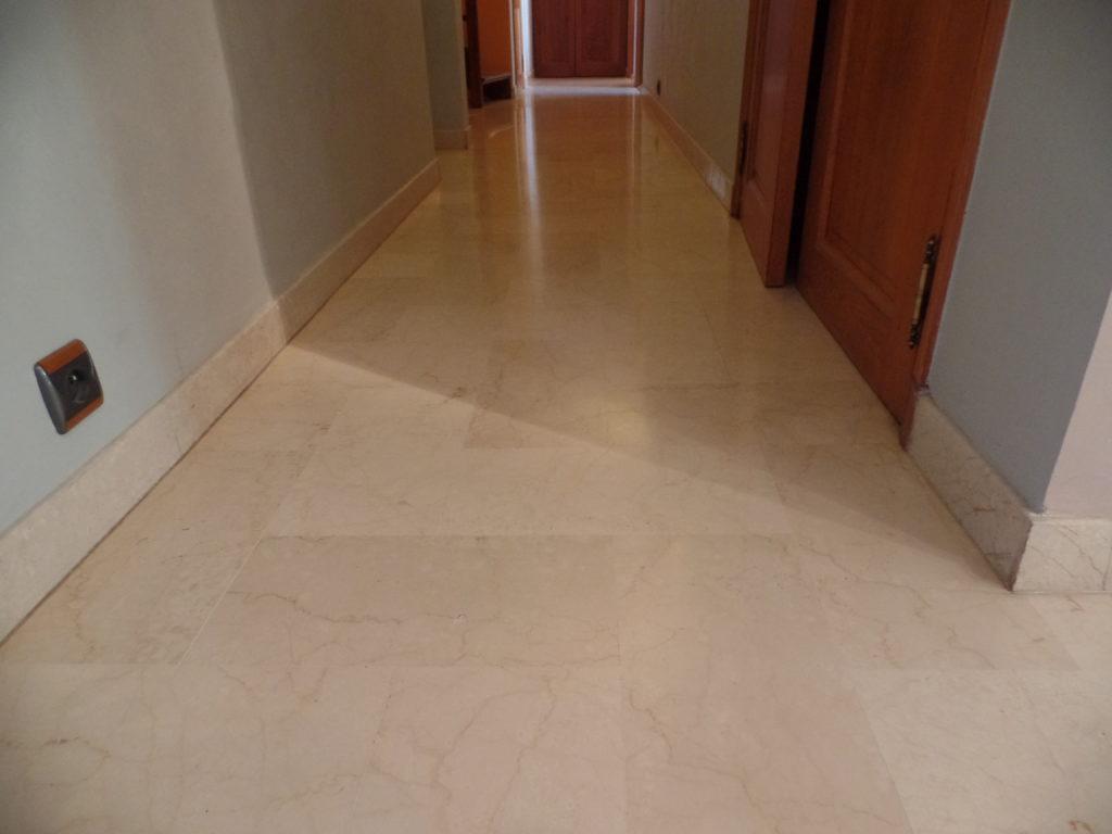 Avant la rénovation du marbre dans le couloir